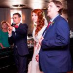 жених невеста и ведущий
