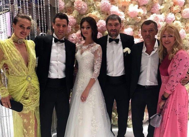 Овечкин и Шубская сыграли шикарную свадьбу в Барвихе (3)