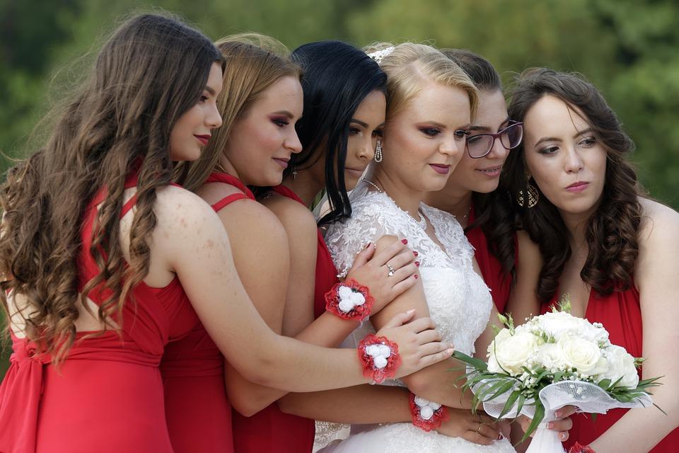образ подружки невесты на свадьбе